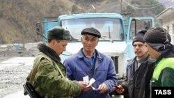 В республике всего-то около 200 трудовых мигрантов из стран Средней Азии и Северного Кавказа. Всех их пробивают по российским базам данных еще на границе при въезде в Южную Осетию