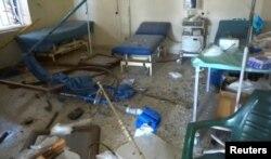 Последствия авиаудара по больнице в контролируемом сирийскими повстанцами городе Эль-Атареб в пригороде Алеппо, 14 ноября 2016 года