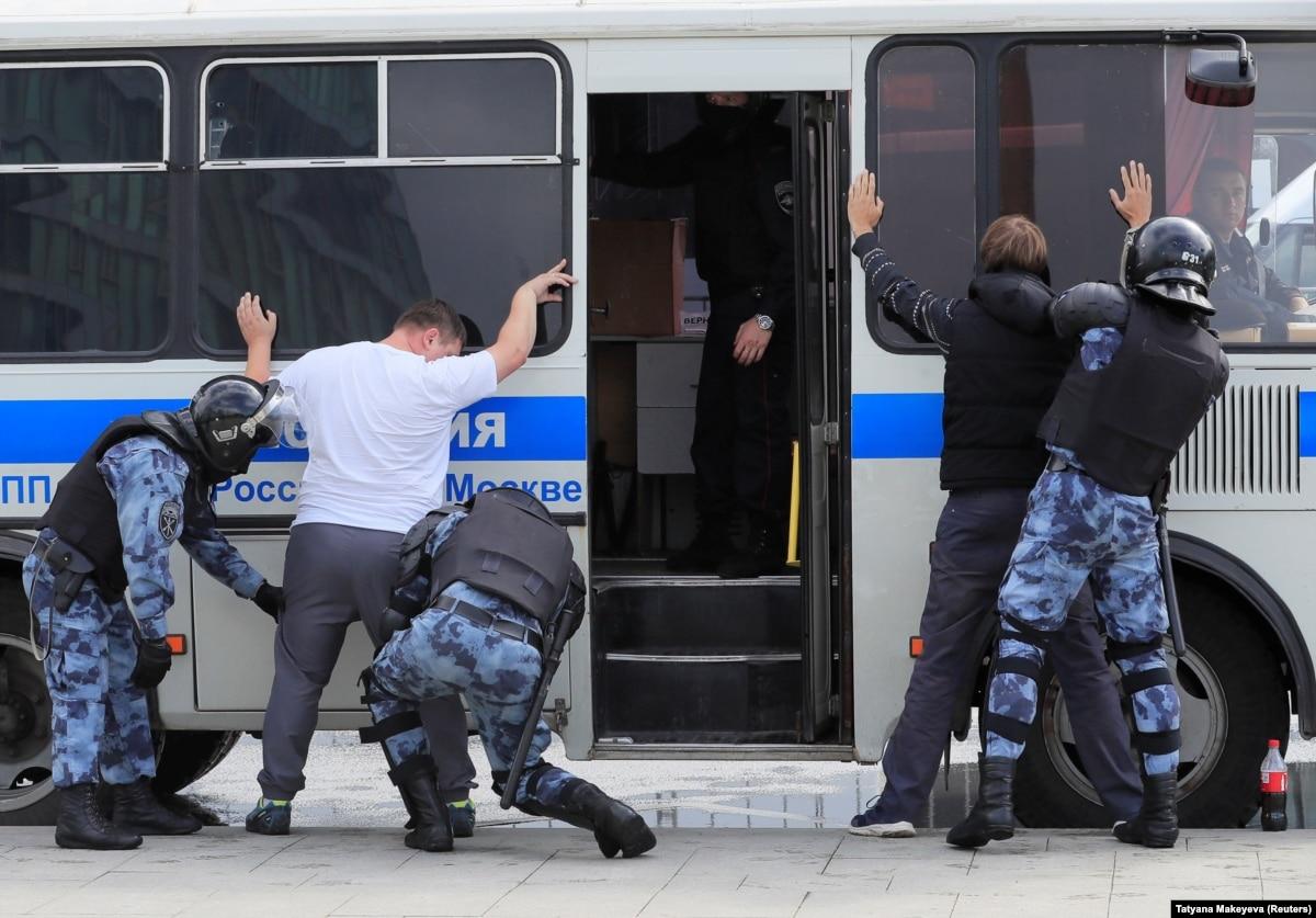 В Москве на акции протеста задержали около 100 человек