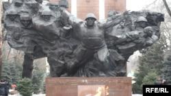 28 гвардияшы-панфиловшылардың ескерткіші. Алматы, 23 ақпан 2010 жыл.