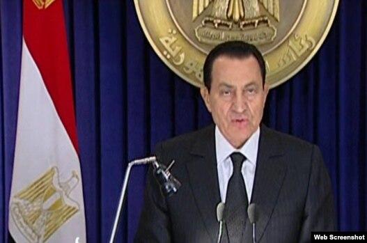 مبارک شامگاه جمعه با مردم مصر سخن گفت