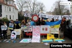 Акция в поддержку Украины у Генерального консульства РС в Лейпциге