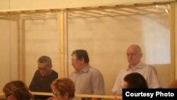Слева направо: Акжанат Аминов, Серик Сапаргали и Владимир Козлов, обвиняемые в разжигании социальной розни, призывах к свержению строя и организации преступной группировки.