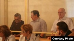 Акжанат Аминов, Серик Сапаргали и Владимир Козлов во время суда. Актау, август 2012 года.
