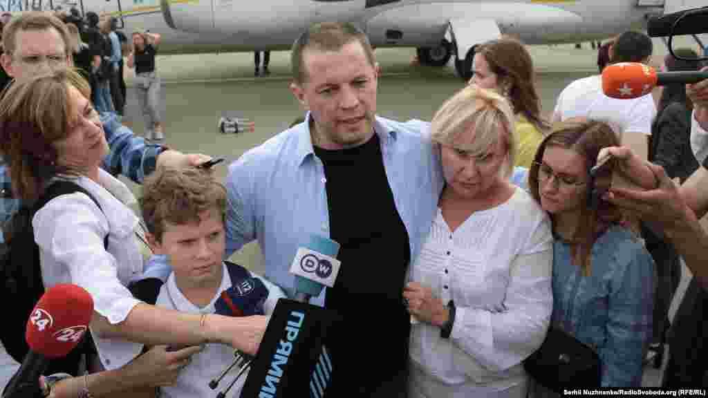 Журналіст Роман Сущенко з родиною