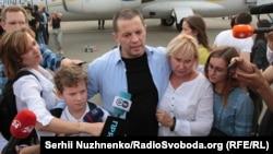 Журналіст «Укрінформу» Роман Сущенко з родиною після звільнення з російского ув'язнення, аеропорт «Бориспіль», 7 вересня 2019 року