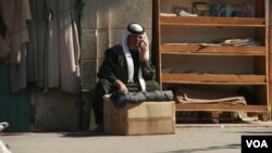 Мусульманин сидит на улице в Аммане. Иллюстративное фото.