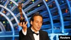 Франциялик бастакор Александр Деспла энг яхши саундтрек учун Оскарни қабул қилиб олди.