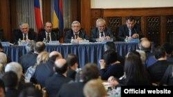 Czech Republic -- President of Armenia Serzh Sarkisian (3rd from left) at the Armenian-Czech business forum, 31Jan, 2014