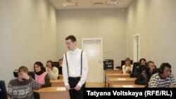Иностранцы сдают тест по русскому языку. Санкт-Петербург.