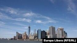 Вид на квартал Нью-Йорка со стороны реки Гудзон. 19 апреля 2013 года.