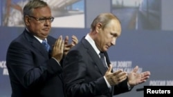 Андрей Костин и Владимир Путин