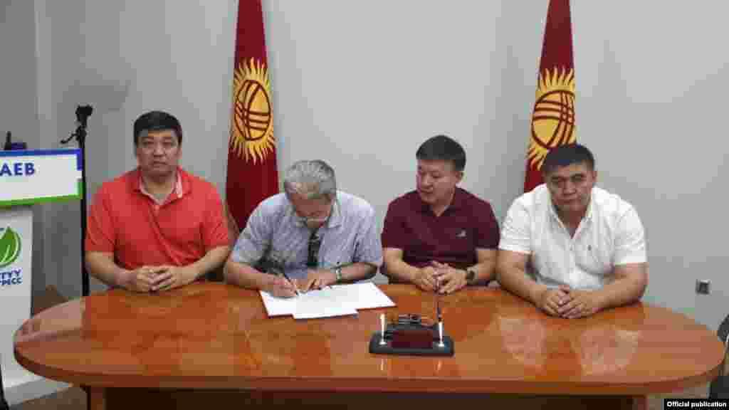 В начале августа 2017 года Бакыт Торобаев объявил об объединении с политиками Адаханом Мадумаровым, Ахматбеком Келдибековым и Камчыбеком Ташиевым.