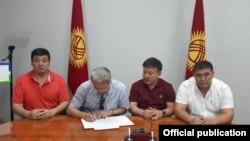 Қырғызстанда сайлау алдында үш партия бірікті