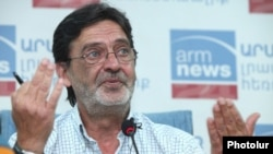 Armenia - Mesrop Movsesian, the owner and chief executive of the A1+ TV station, at a news conference in Yerevan, 4Sept2012.