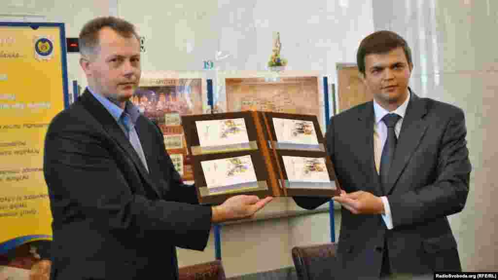 Церемонія спецпогашення марок