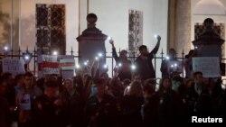 Акцыя салідарнасьці зь беларусамі каля амбасады ў Маскве вечарам 11 жніўня 2020