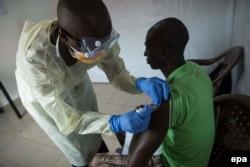 Гвинея. Испытания экспериментальной вакцины от лихорадки Эбола