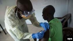 Putin deyir ki, Ebolaya qarşı vaksin hazırlanıb.
