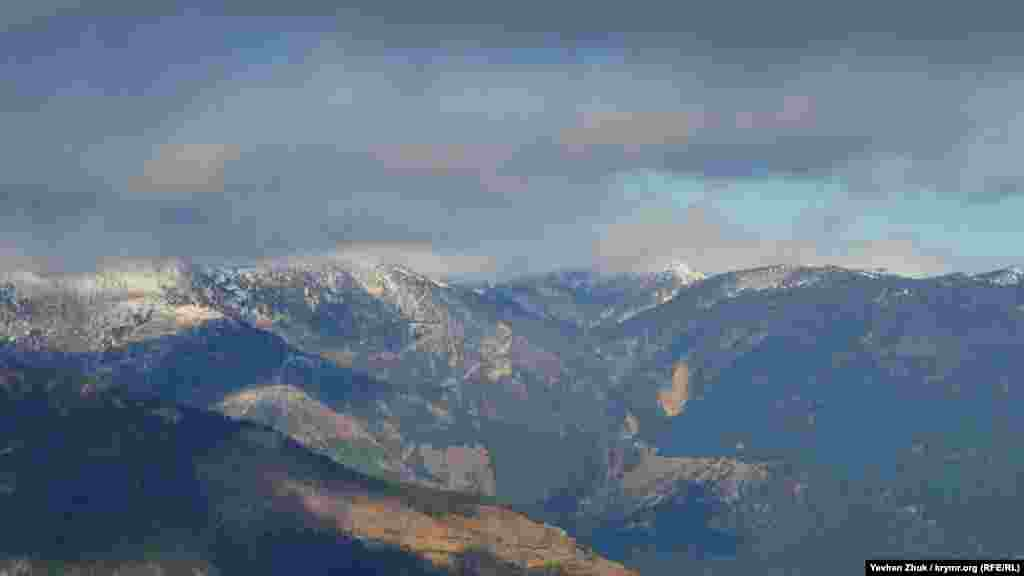 Кримські гори рідко вкриваються снігом повністю