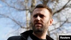 Российский оппозиционер Алексей Навальный после выхода из-под ареста. Москва, 6 марта 2015 года.