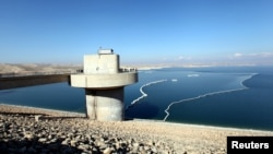 The Mosul dam, which is close to territory held by Islamic State militants, has had problems with erosion around its base since it was constructed in the 1980s.