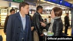 """Премьер-министр Сапар Исаков во время проверки в аэропорту """"Манас"""". 4 октября 2017 г."""