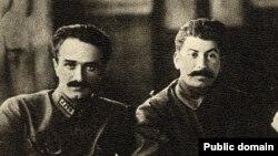 İosif Stalin (sağda) və Anastas Mikoyan