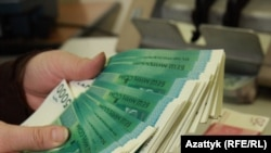 Кыргызстандын улуттук валюталары. Иллюстрациялык сүрөт.