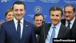 Новий і старий прем'єри Грузії -- Іраклій Ґарібашвілі і Бідзіна Іванішвілі