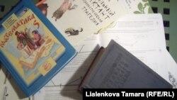 Много учебников - это большой выбор или большая проблема.
