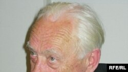 Глава Общественного комитета защиты ученых академик Юрий Рыжов: «До 2003-го года наша активность помогала, после, когда власть окончательно окрепла со своей «вертикальной подкоркой», мы терпим неудачи».