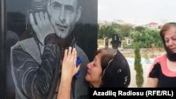 Yaxınları Rasim Əliyevin məzarı başında