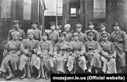Група січових стрільців із Залізної бригади, що виконувала функції національної гвардії Української Центральної Ради (УЦР). Фотографія 1918 року