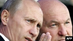 Russian Prime Minister Vladimir Putin (left) and Moscow Mayor Yury Luzhkov
