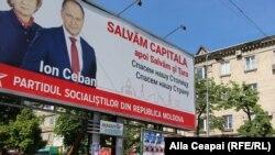 Afişe electorale. În prim-plan socialistul Ion Ceban