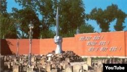 Памятник депортированным, снесенный несколько лет назад чеченскими властями