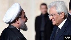 Eýranyň prezidenti Hassan Rohani (çepde) we Italiýanyň prezidenti Sergio Mattarella.