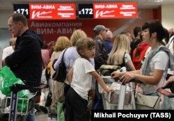 """Пассажиры """"ВИМ-Авиа"""" в Домодедово. 25 сентября"""