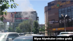 Пожар в бизнес-центре «Каухар». Бишкек, 8 мая 2018 года.