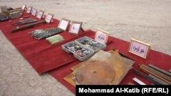 جانب من الأسلحة والمعدات التي وجدتها قوات الأمن بحوزة أعضاء الشبكة.