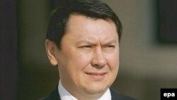 Рахат Әлиев, Вена түрмесінде тергеуде жатып өлген Қазақстан президенті Нұрсұлтан Назарбаевтың бұрынғы күйеу баласы, саяси эммигрант