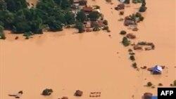 شکستن سد نیمهکاره «شپیان شنام نوی» و جاری شدن سیلاب