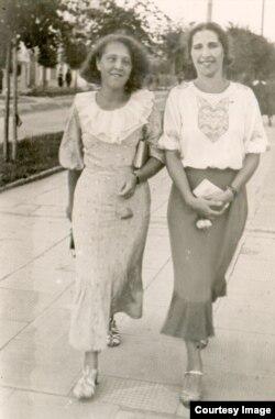 Жительницы Бреста на прогулке. 1930-е гг.