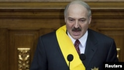 Как долго еще Лукашенко сможет использовать карту признания-непризнания