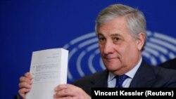Tajanijevo prvo objašnjenje bila je uobičajena političarska fraza