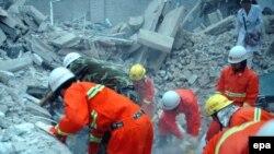 زمين لرزه روز شنبه به مرگ ۱۷ نفر در استان سيچوان و پنج نفر ديگر در استان همجوار يونان انجاميد. (عکس:epa)