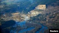 Pamje e rrëshqitjes së dheut në Oso të shtetit Uashington