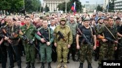Пророссийские сепаратисты на митинге в Донецке