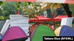 Часть палаточного лагеря в центре Кишинева. 25 сентября 2015 года.